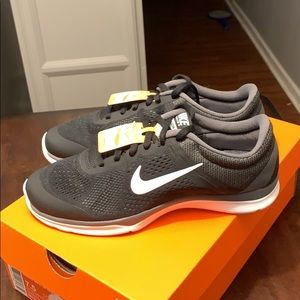 New NWT Nike IN Season 5 Training women's size 7.5